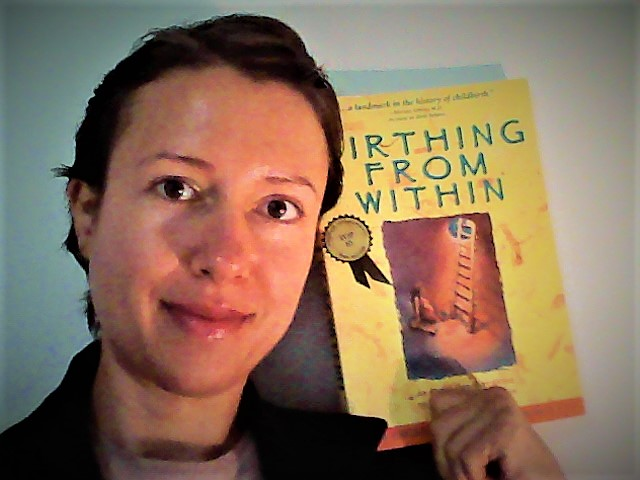 """How to give birth feeling empowered - book review """"Birthing from within"""" by Pam England"""