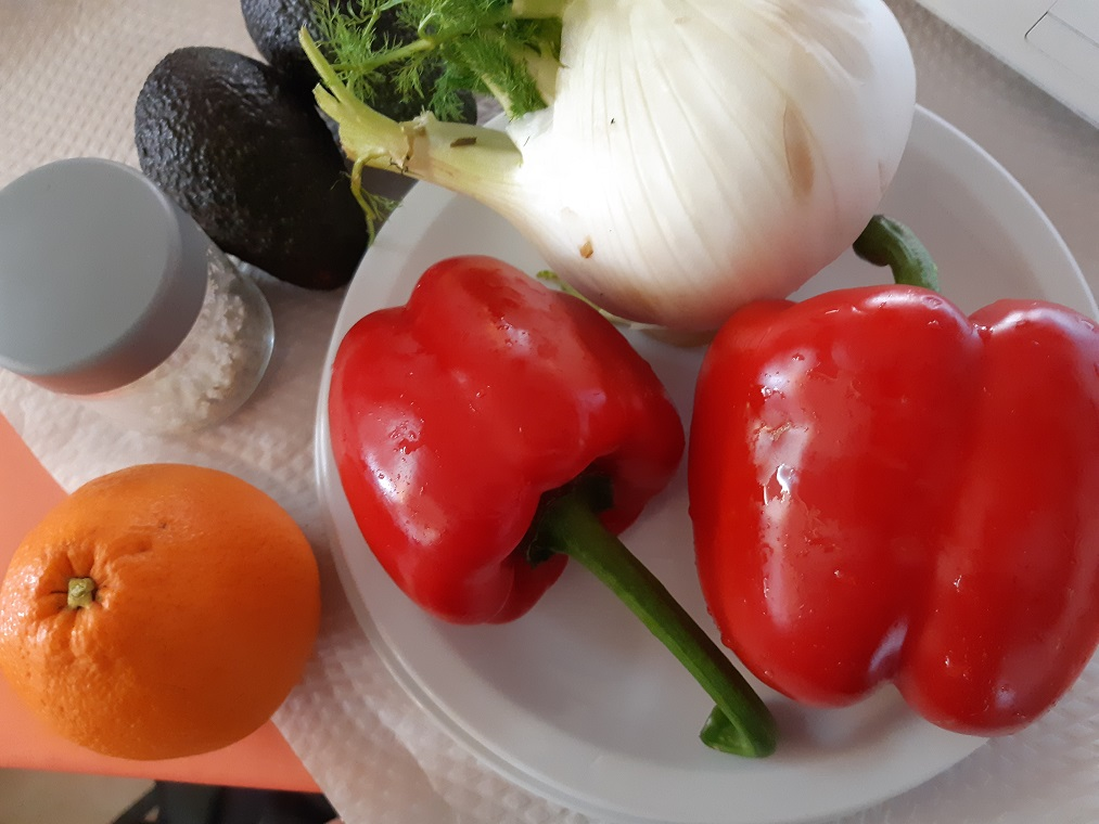 A typical #raw vegan day in Algarve Portugal in February fennel and red peppers