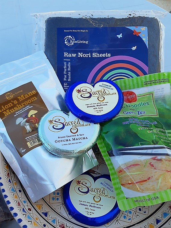Raw Living unboxing #6 with`nori #seaweed and raw #chocolate