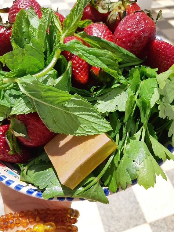 #Strawberry and #banana smoothie with #mint and #celery or strawberry season has come