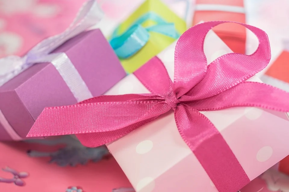 What is a gift? How to receive a gift? Manipulation or gratitude?