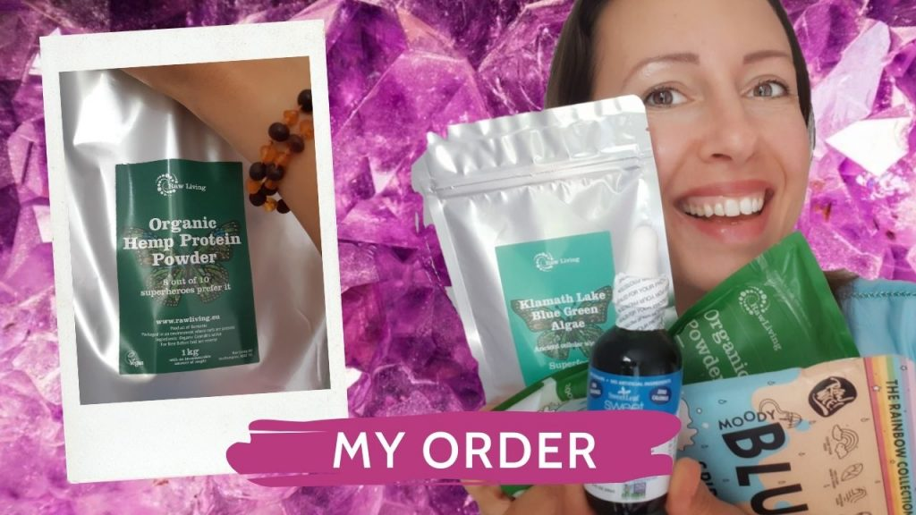 Raw Living Unboxing number 10 or powders of seaweed and chocolate